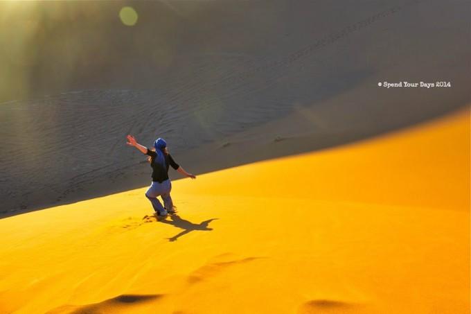 morocco sahara erg chigaga sandboard