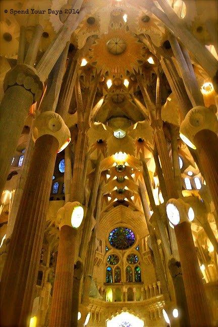 la sagrada familia barcelona spain gaudi