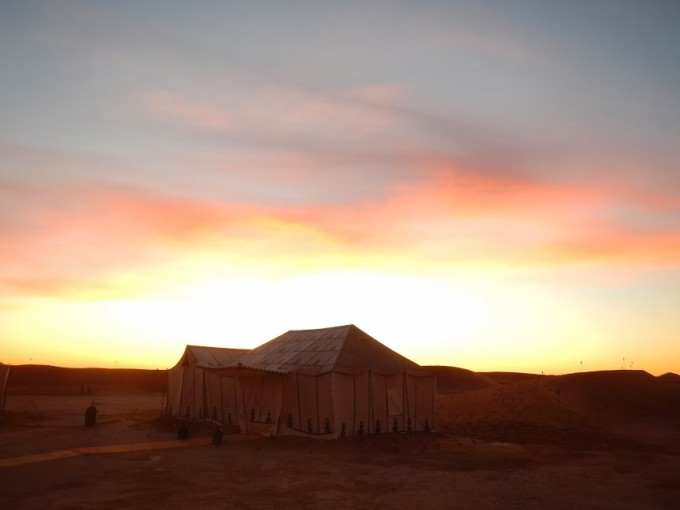 morocco erg chigaga luxury desert camp sunrise