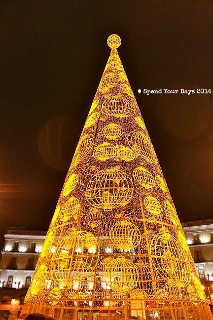 puerta del sol madrid christmas tree