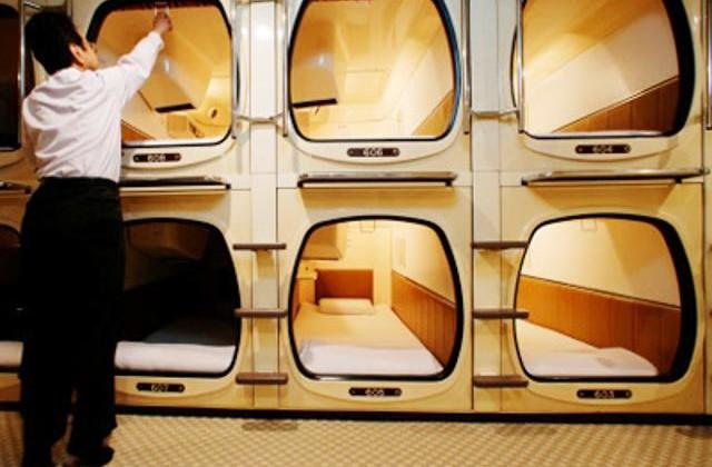 japan capsule hotel