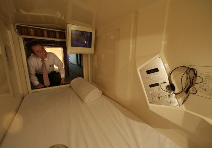 japan capsule hotel room