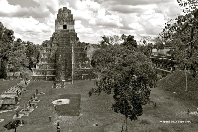 tikal guatemala gran plaza